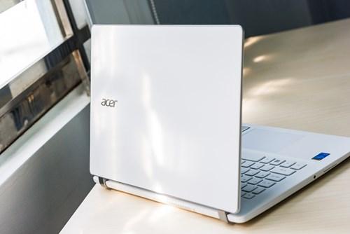 Acer Aspire V3-371: Siêu mẫu trong tầm giá sinh viên