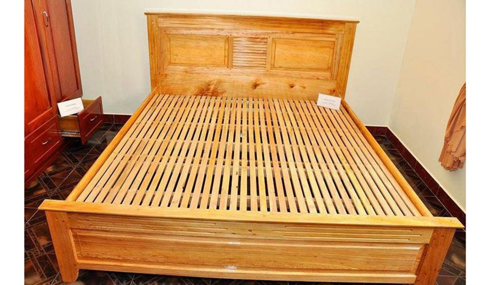 Wooden Bed 010
