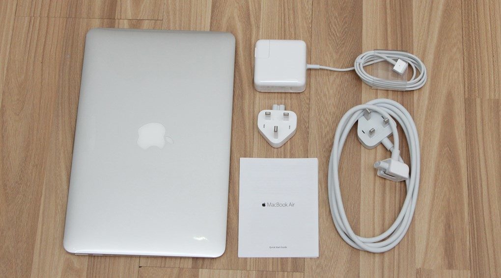 Apple Macbook Air A1466-MJVG2ZP/A, I5 1.6Ghz, 4GB, 256GB Flash, 13.3""